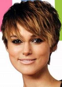 Vlasy a účesy - Dámské účesy - Krátké účesy pro brunetky